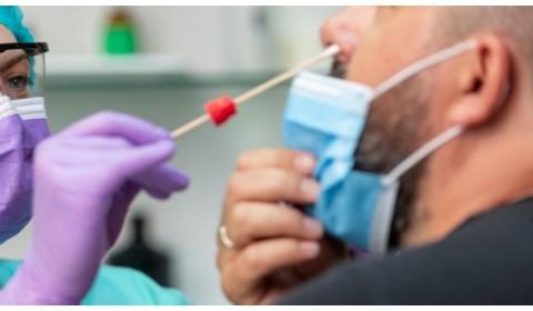 Doklad o prekonaní COVID-19 nemusí vydať všeobecný lekár