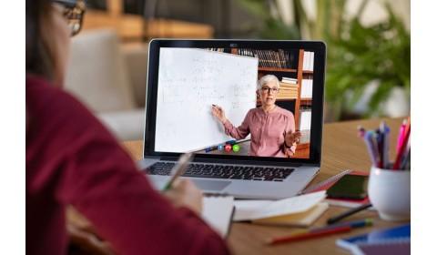 Učiteľské webináre pokračujú